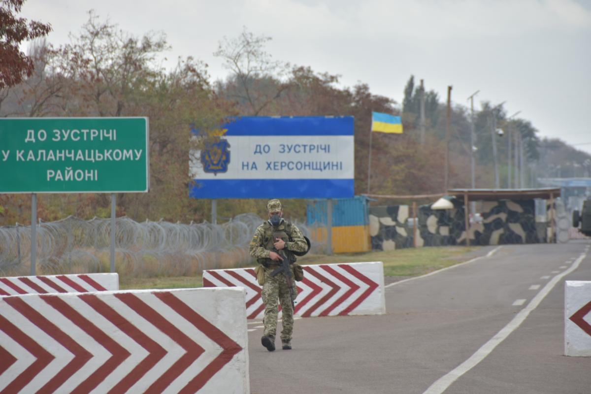 Пункты пропуска на админгранице с Крымом работают в штатном режиме / фото УНИАН