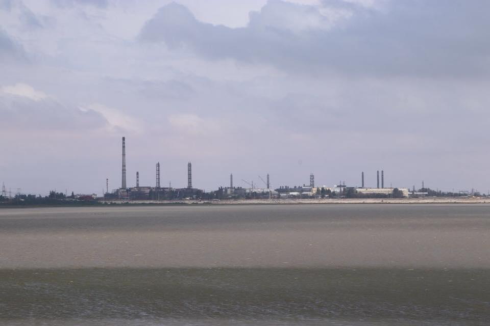 Председатель Херсонской ОГА не подтвердил информацию о возможных испарения с кислотного накопителя на крымском заводе «Титановые инвестиции» / фото facebook.com/andriy.gordeev