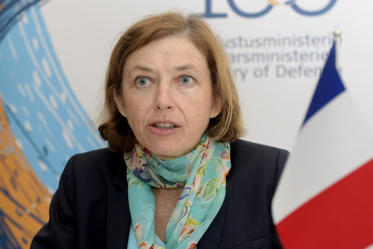 Руководитель  Минобороны Франции сообщила  о«шпионаже» русского  спутника