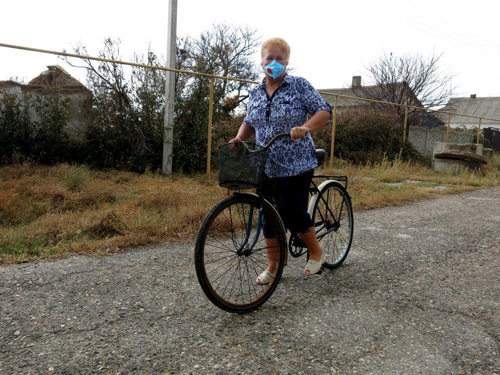 Місцеві жителі змушені ходити в масках / фото RoksolanaToday&Крим
