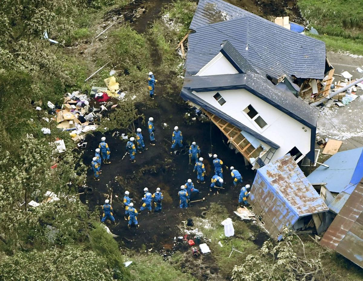 Последствия землетрясения на японском острове Хоккайдо / REUTERS