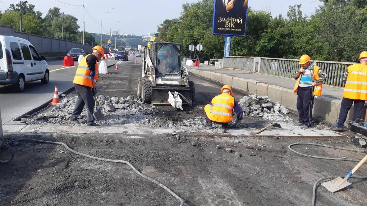 Дорожники начали капитальный ремонт моста Метро через Русановский пролив / kyivcity.gov.ua