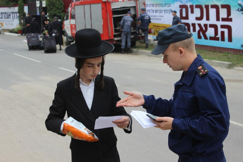 Спасатели раздают паломникам специальные памятки / dsns.gov.ua