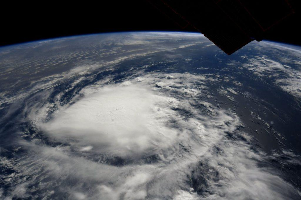 Шторм движется через весь Атлантический океан \ NASA
