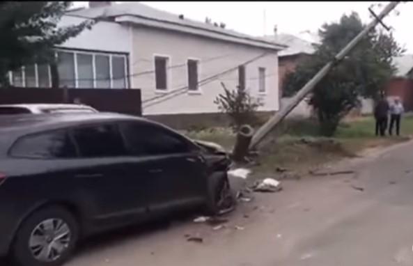 Син мера Прилук зніс електроопору / скріншот відео ТСН
