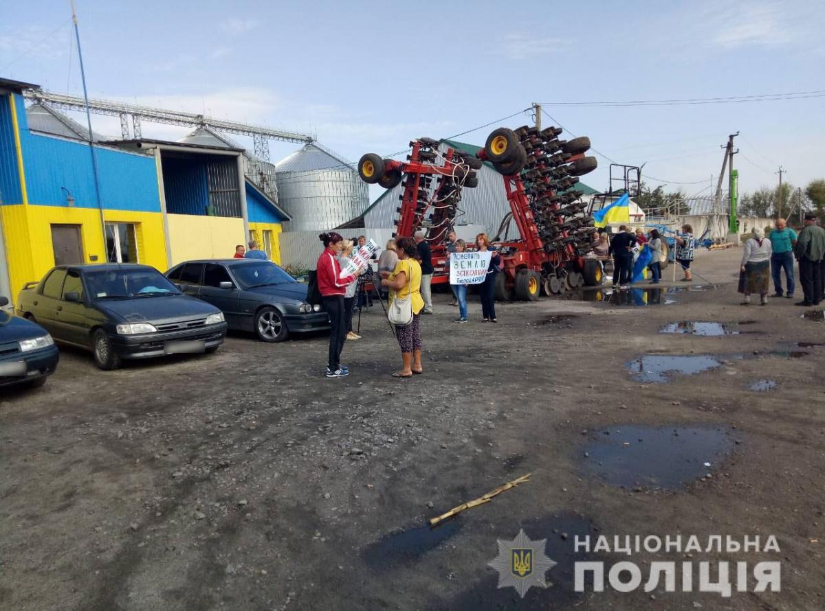 11 вересня в селищі Занки невідомі намагалися захопити елеватор / фото поліція Харківщини