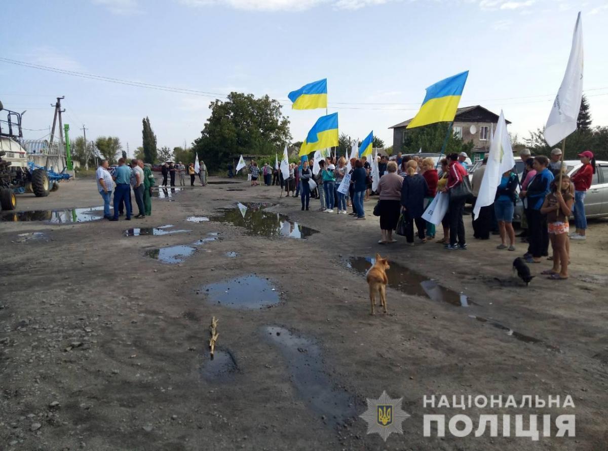 Користувачі соціальних мереж повідомляють, що бійка сталася між рейдерами і місцевими жителями / поліція Харківщини