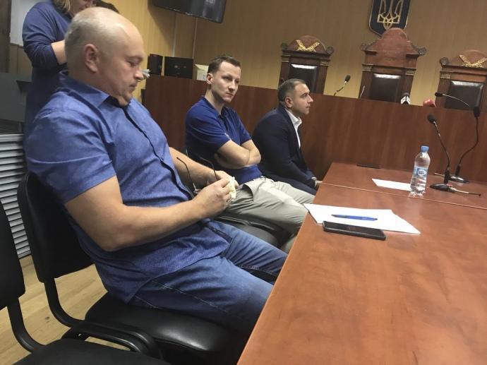 Владимир Литвин (в центре) и его адвокаты / Фото: ЦПК