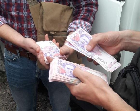 Полицейского задержали сразу после получения денег / Фото facebook.com/pressjfo.news