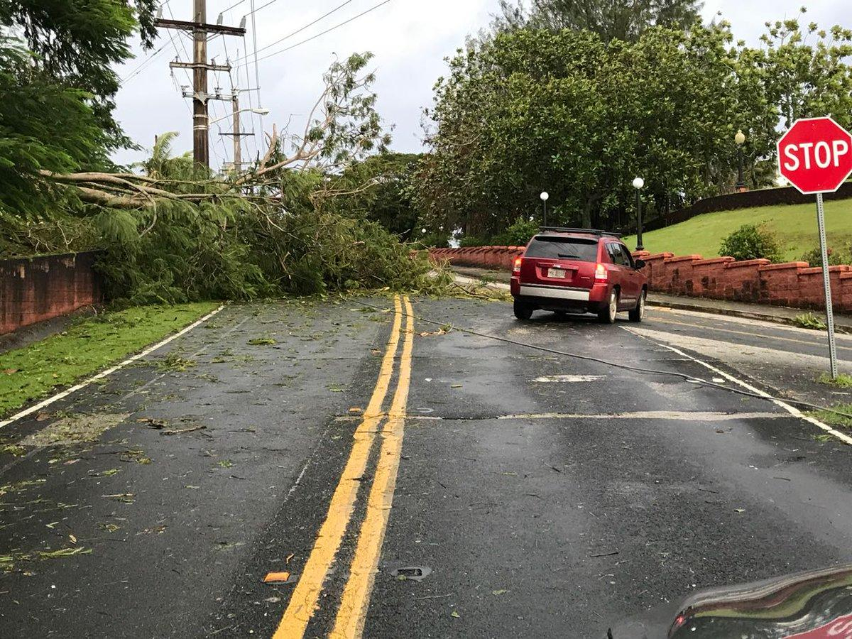 "Последствия тайфуна ""Мангхут"" / twitter.com/kuamnews"