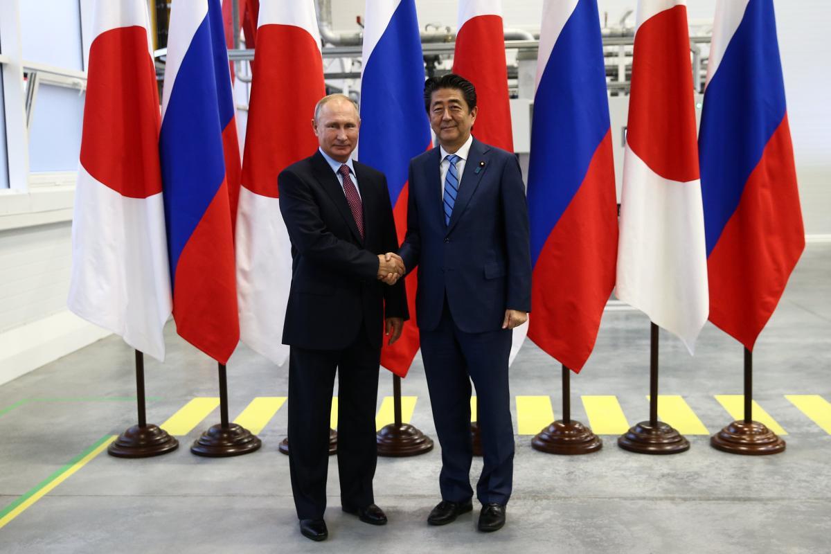 Владимир Путин и Синдзо Абэ / REUTERS