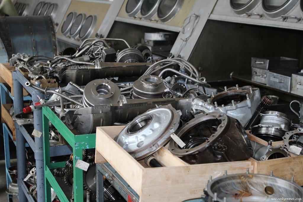 """""""Луцький ремзавод """"Мотор"""" успішно освоїв виробництво 5500 авиадеталей / фото volynnews.com"""
