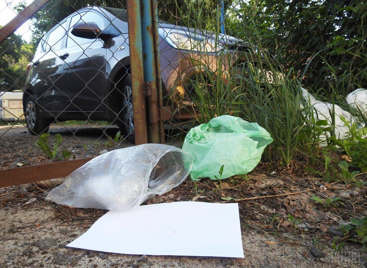 Слово описывает предметы, чаще всего сделанные из пластика, которые выбрасываются после одного использования /  фото УНИАН