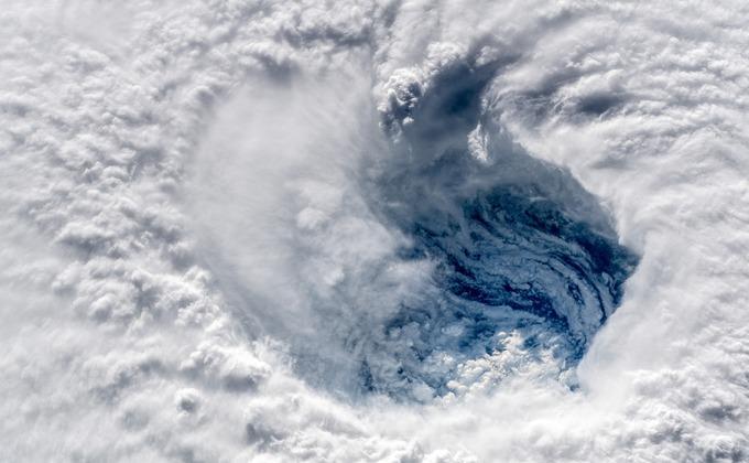 Завтра шторм доберется до побережья США \ фото астронавтаАлександераГерста