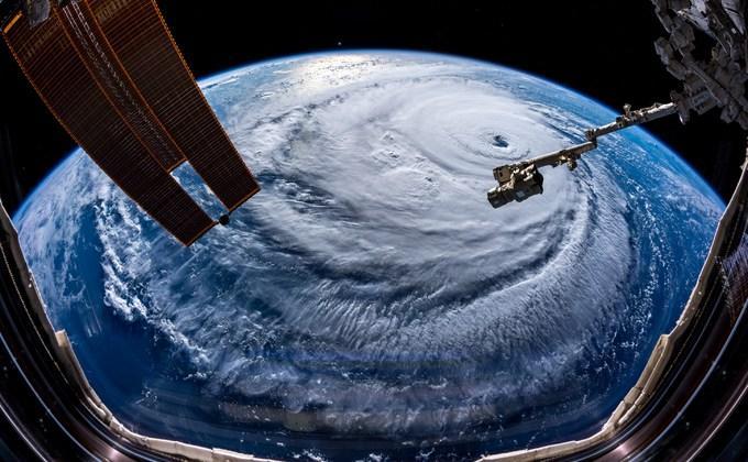 Снимки урагана с МКС впечатляют \ фото астронавтаАлександераГерста