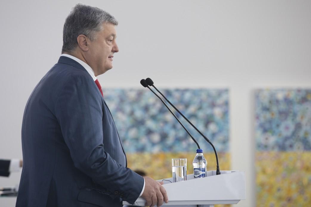 Порошенко отметил, что финансирование армии увеличено почти втрое / фото president.gov.ua