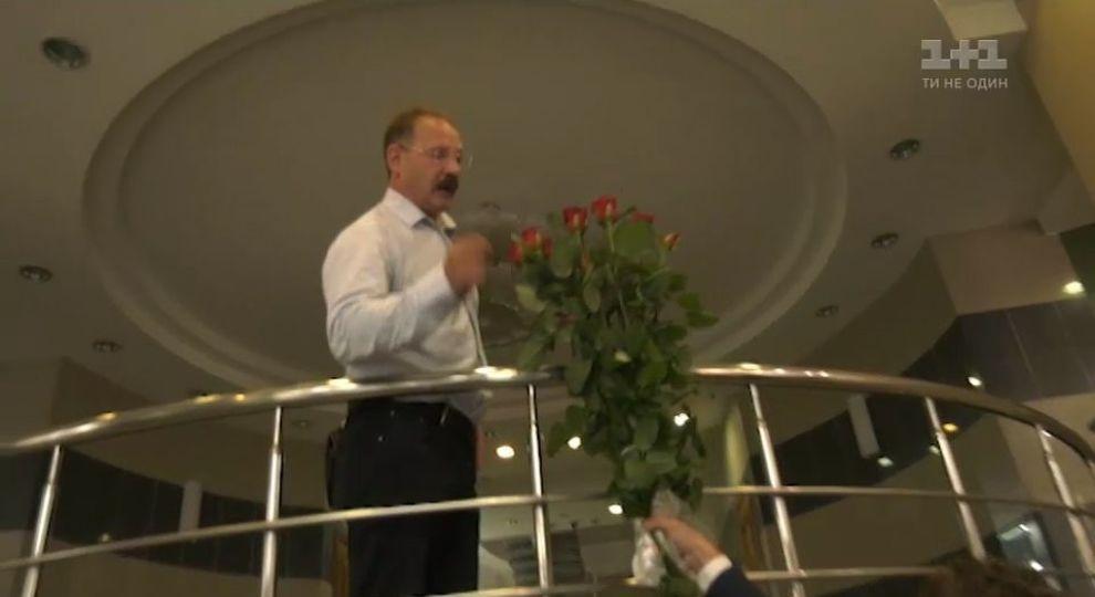 Поняв, что стал жертвой розыграша, Барна начал оскорблять журналистов / фото ТСН.ua