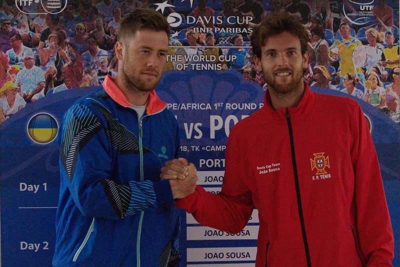 Марченко (слева) проиграл первый поединок матча Кубка Дэвиса / btu.org.ua