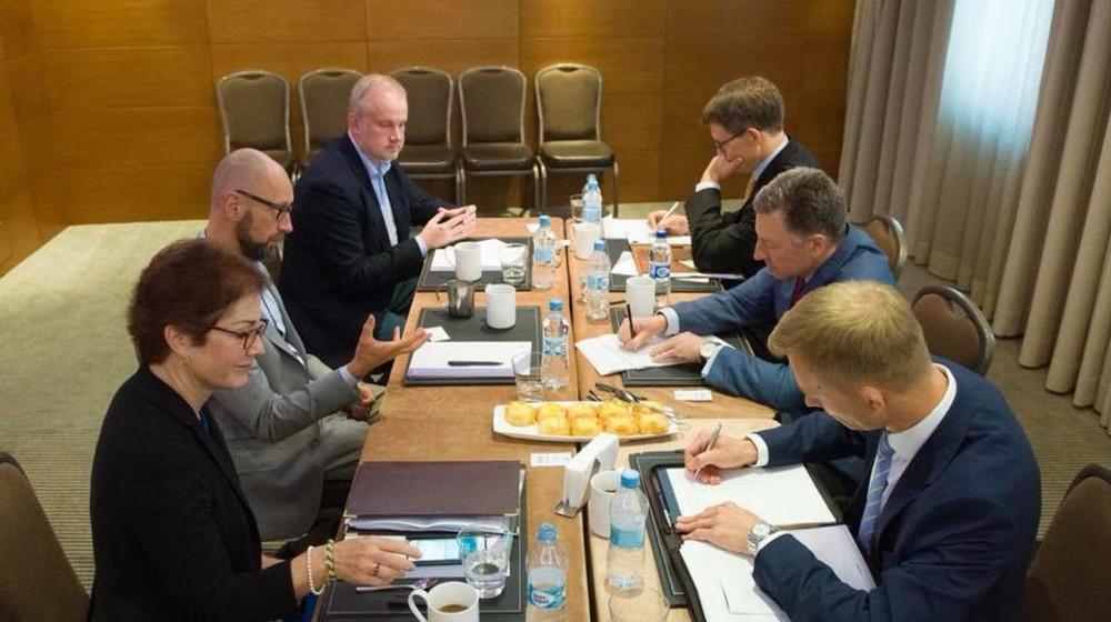 Яценюк зустрівся з Волкером / фото nfront.org.ua