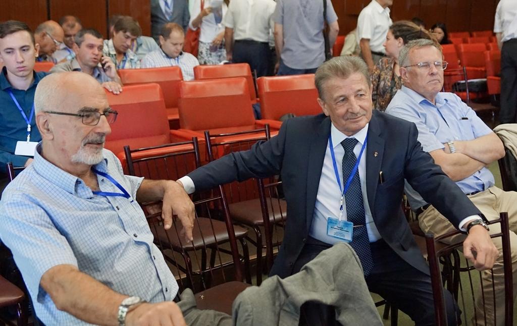 Микола Штейнберг (зліва), віце-президент НАЕК «Енергоатом» Володимир Пишний (справа)