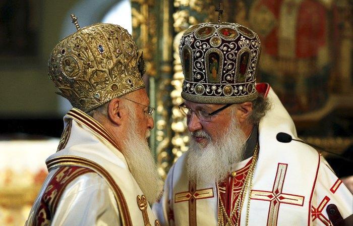 Вселенский Патриарх Варфоломей I и Патриарх Московский Кирилл (справа) / Фото: EPA/UPG