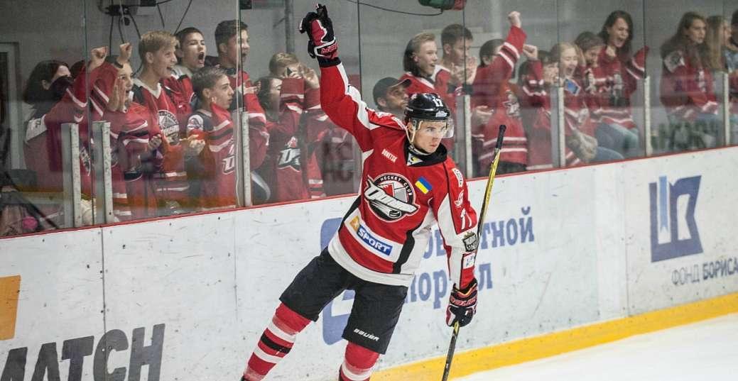 Гравець Донбасу Сергій Кузьмік став автором першого гола нового сезону УХЛ / hcdonbass.com