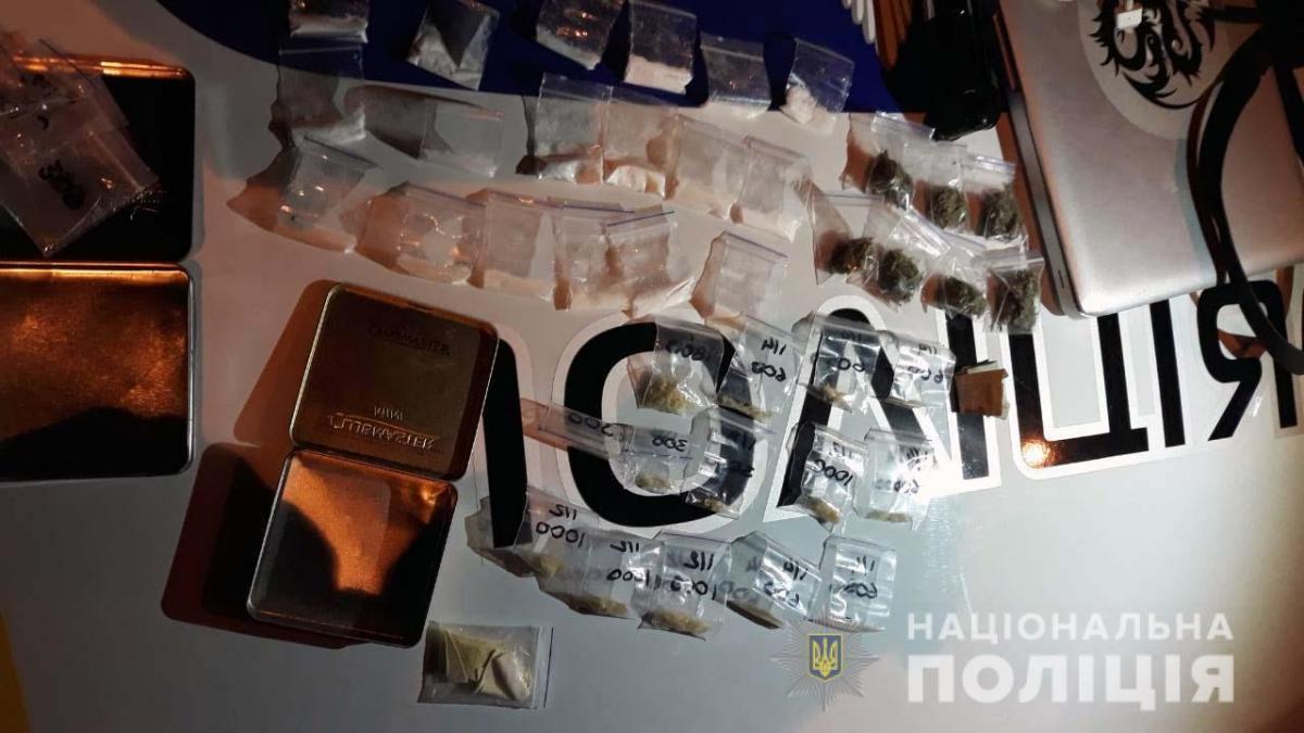 Изъятые вещества направлены полицией на экспертизу / фото npu.gov.ua