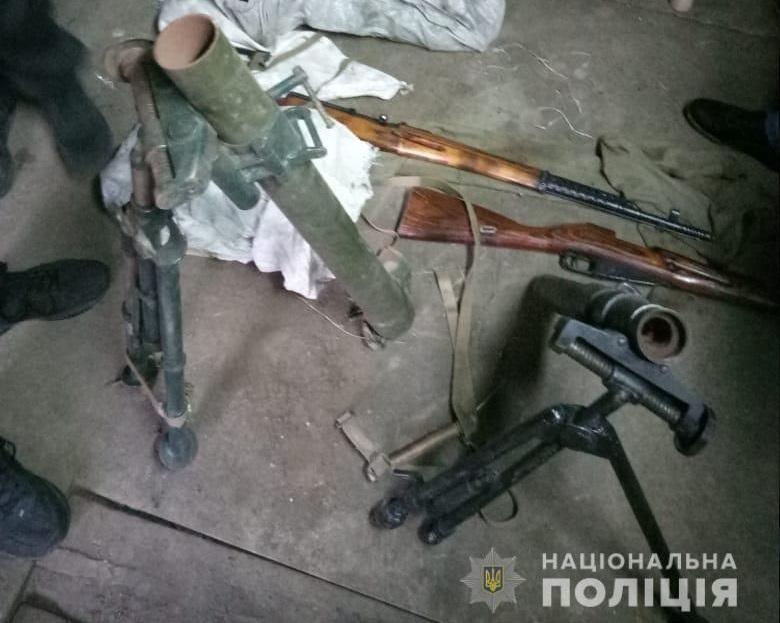 У жителя Одеської області вилучили арсенал зброї / фото npu.gov.ua