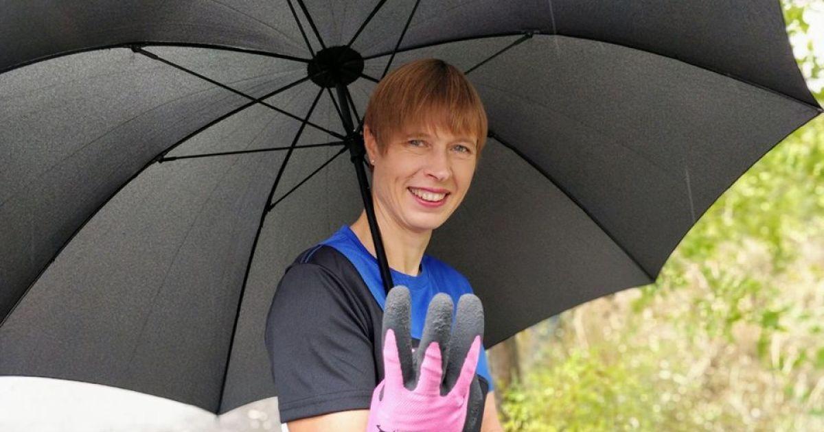 Президент Эстонии убирала в днепровском парке \ Facebook Керсти Кальюлайд