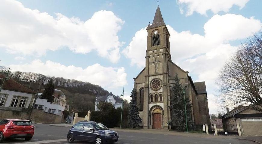 Храм, построенный в неороманском стиле, продается за 190 тысяч евро / wz.lviv.ua