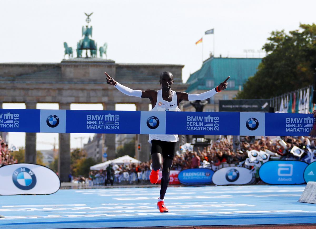 Элиуд Кипчоге выиграл Берлинский марафон с мировым рекордом / REUTERS