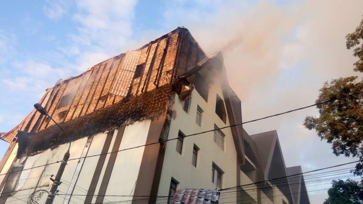 Пожар на ул. Ясногорской в Киеве ликвидирован / фото dsns.gov.ua