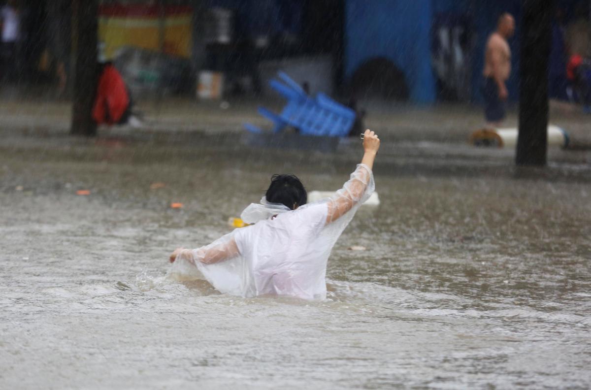 """Южный Китай пострадал от супертайфуна """"Мангхут"""" / REUTERS"""