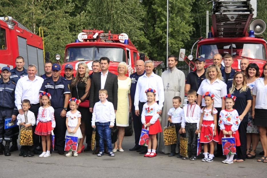 Священники УПЦ поздравили спасателей МЧС / news.church.ua