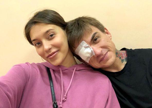 Влад Топалов получил травму глаза, защищая беременную Регину Тодоренко / соцсети