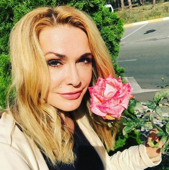 Сумская показала лицо без макияжа / фото: Instagram актрисы