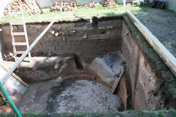Археологи обнаружили монеты, керамику и захоронения старше, чем сам собор.