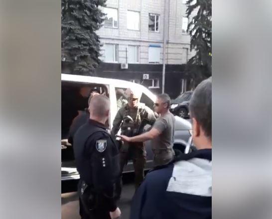 Возле САП произошла потасовка / Скриншот, Facebook - Nataliya Barsuk