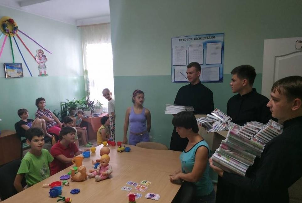 Семинаристы передали подарки / eparhiya.od.ua