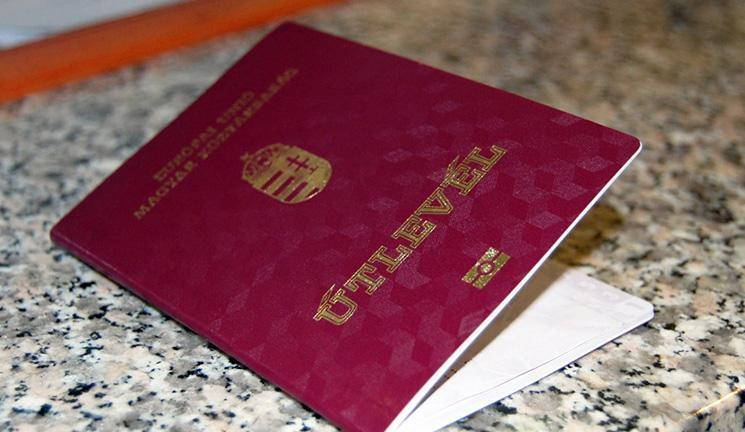 Украинским гражданам в консульстве Венгрии раздают венгерские паспорта / imigrant-hungary.com