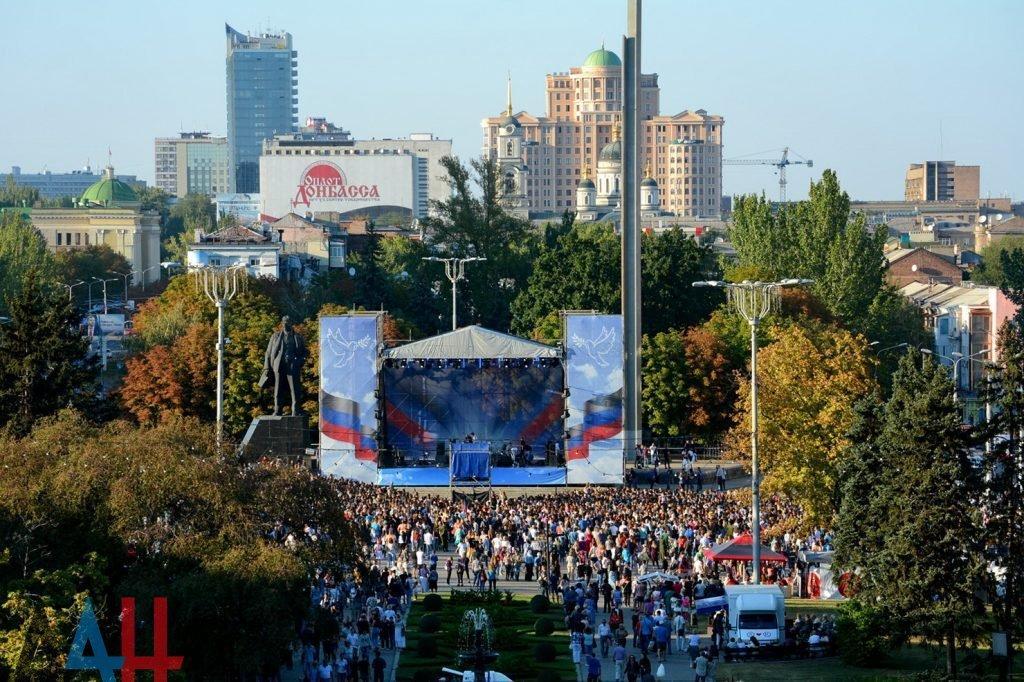 Перед окупантами знову виступили російські артисти / фото ресурсу бойовиків