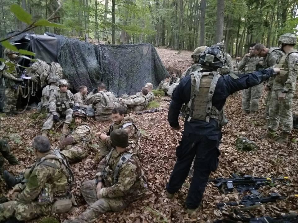 Наші десантники захопили засоби зв'язку, штабні документи та зброю / фото: Генштаб ЗСУ