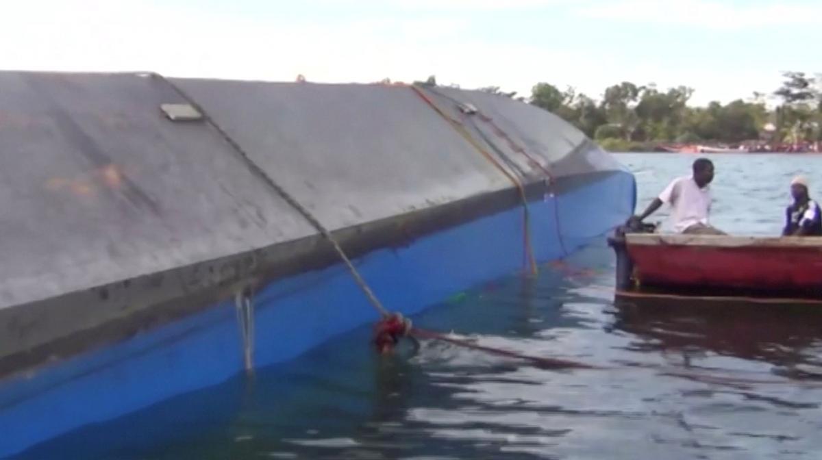 Паром перевернулся на озере Виктория / REUTERS