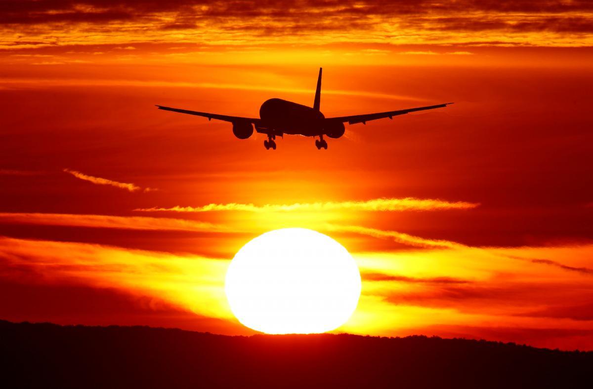 Мировую отрасль авиации продолжает лихорадить из-за коронавируса / Иллюстрация REUTERS