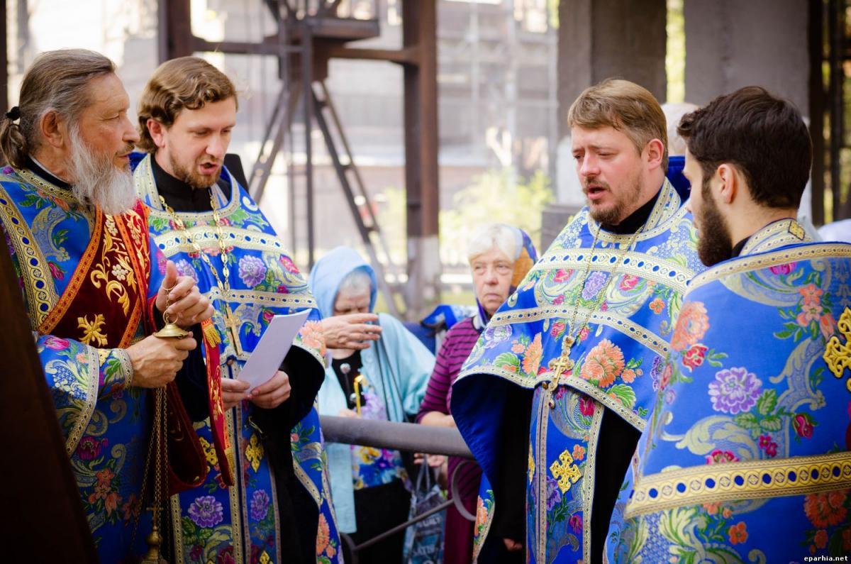 У Кам'янському відбувся молебень на місці зруйнованого храму / eparhia.net