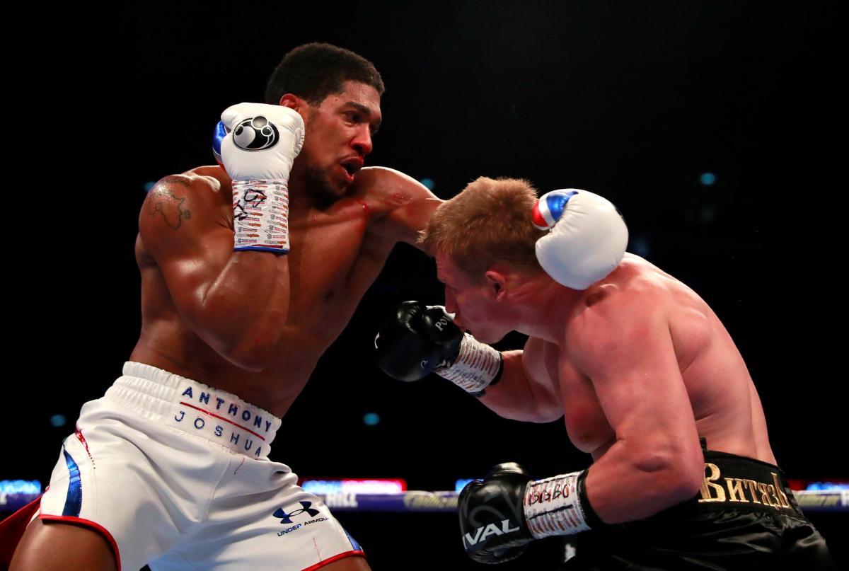 Джошуа разбил Поветкина нокаутом в седьмом раунде титульного боя / Reuters
