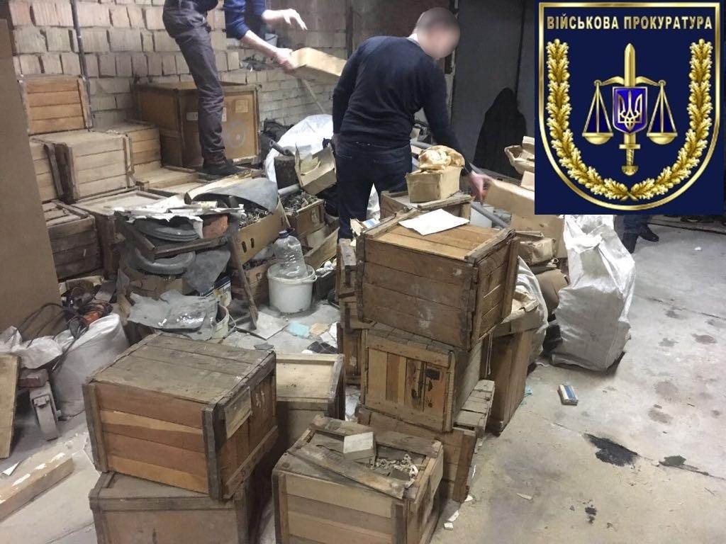 С военных складов Украины 20 лет похищали запчасти и передавали в РФ / фото vppnr.gp.gov.ua