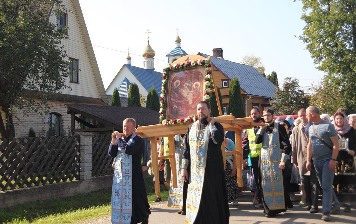 Православные в Латвии отметили Рождество Богородицы крестным ходом / pravoslavie.lv