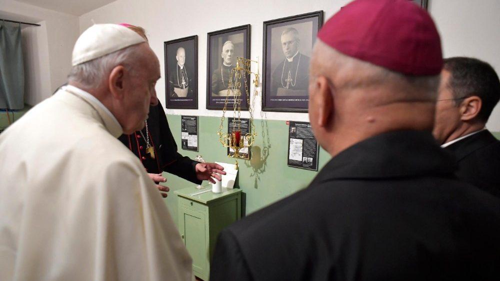 Папа Римський відвідав Музей окупації та визвольних змагань / vaticannews.va