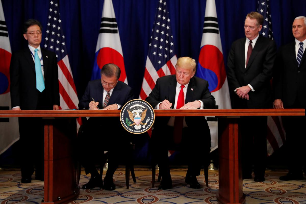 Дональд Трамп и Мун Чжэ Ин / REUTERS